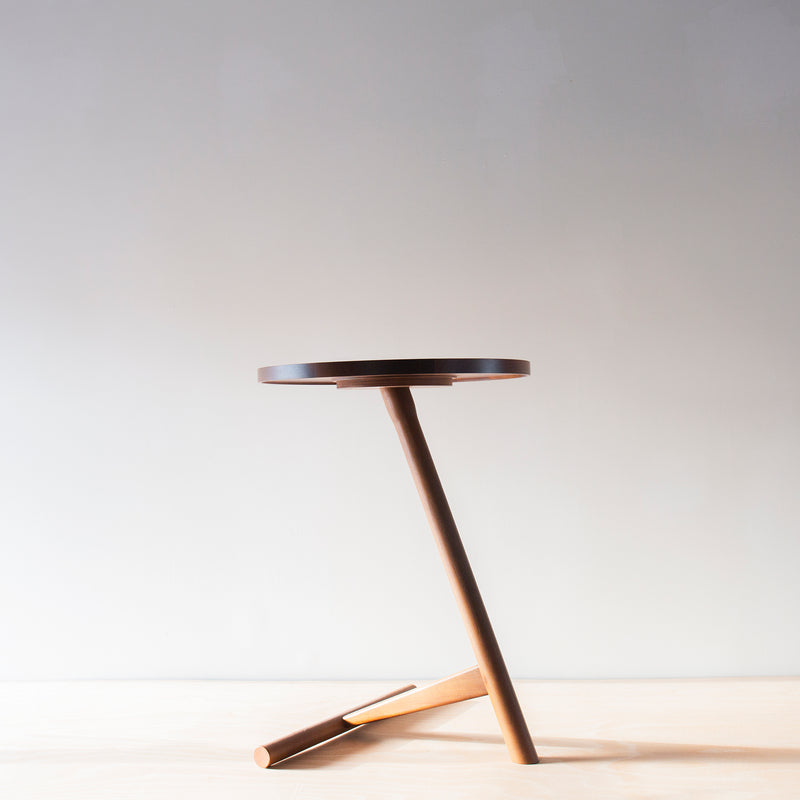 Calvo side table - walnut