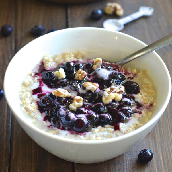 Oatmeal & Berries To Help DeBloat