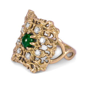 Emerald Ornamental Ring in Yellow Gold with Diamonds