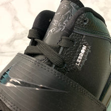 Load image into Gallery viewer, NIKE ZOOM SOLDIER IV LEBRON