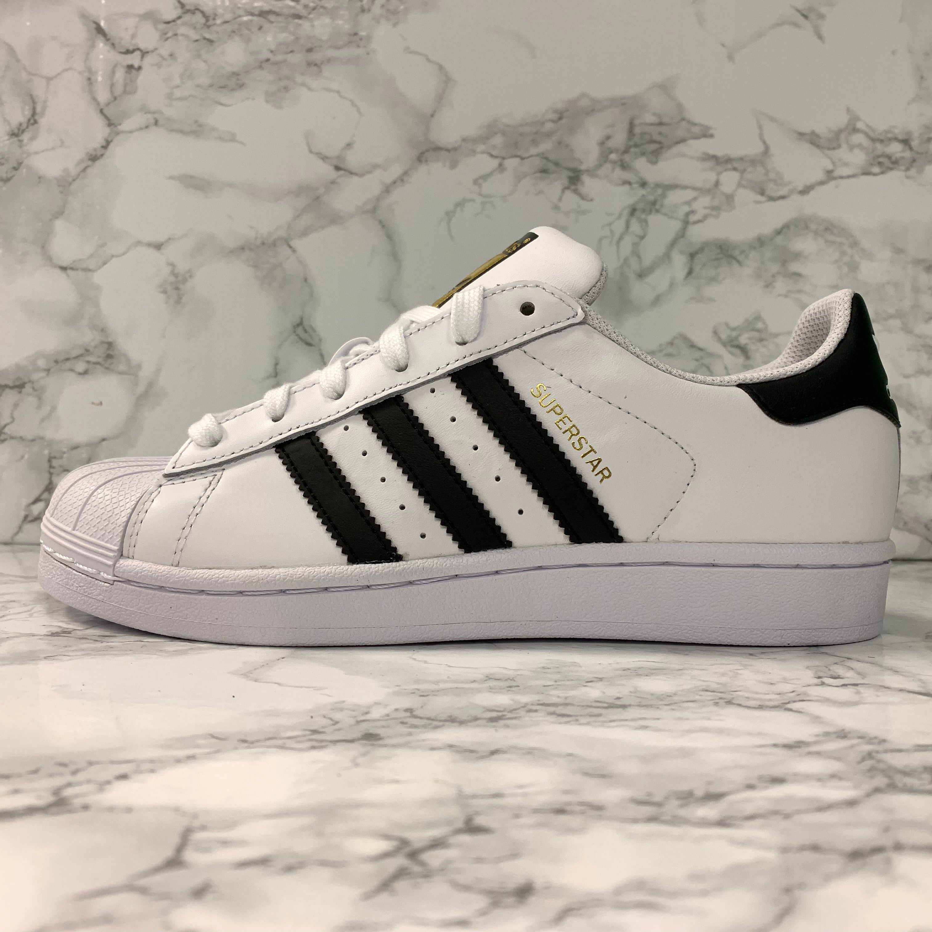 the latest cd880 4c3ab ADIDAS SUPERSTAR J C77154