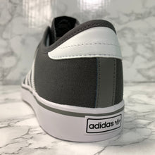 Load image into Gallery viewer, ADIDAS SEELEY AQ8528