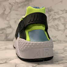 Load image into Gallery viewer, NIKE AIR HUARACHE 318429-107