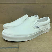 Load image into Gallery viewer, VANS CLASSIC SLIP-ON VN000EYEW00
