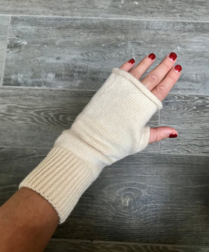 Beautiful Cashmere Blend Fingerless Gloves in Cream