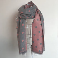 Load image into Gallery viewer, A Beautiful Reversible Cashmere Mix Spotty Scarf in Grey/Pink