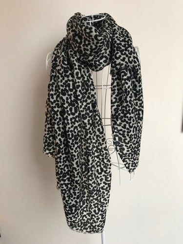 Pure Cashmere Lightweight Leopard Print Scarf in Black & White