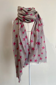 Pure Cashmere Lightweight Star Print Scarf in Grey/ Pink