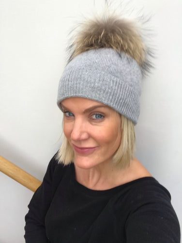 100% Pure Cashmere Hat with Natural Pompom in Grey