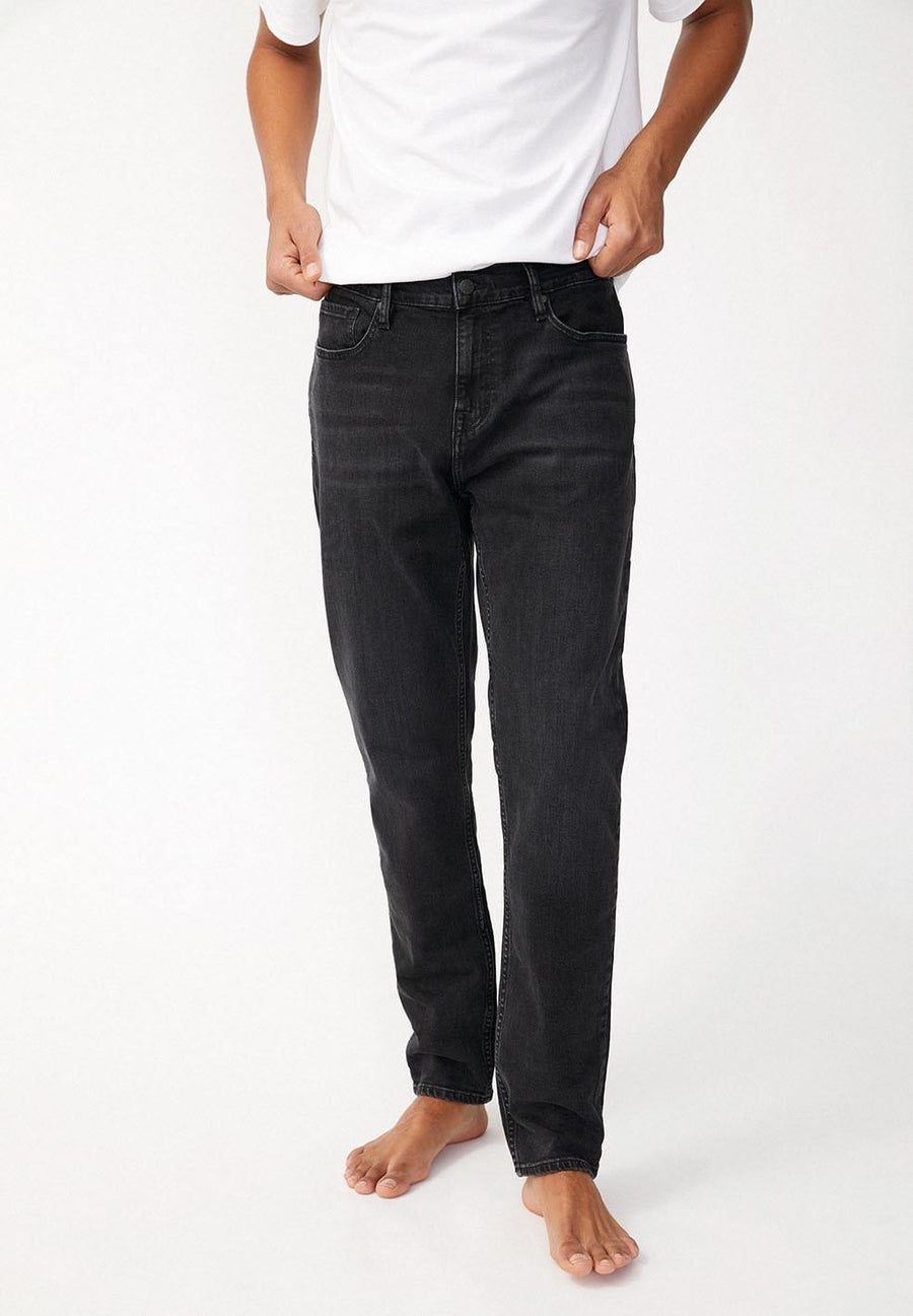 treen-armed-angels-aaro-tapered-jeans-foggy-black