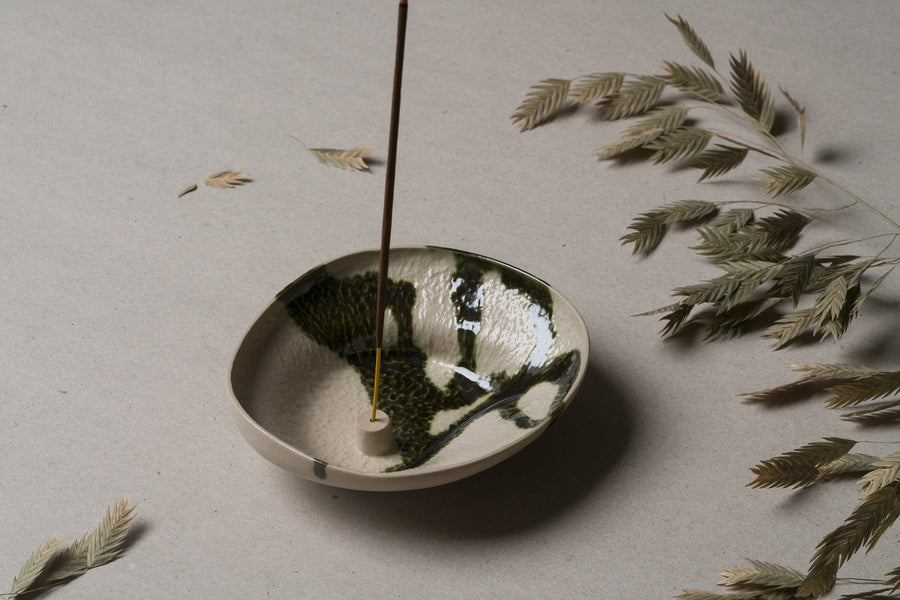 treen-lina-wil-stoneware-incense-holder-lichen-large
