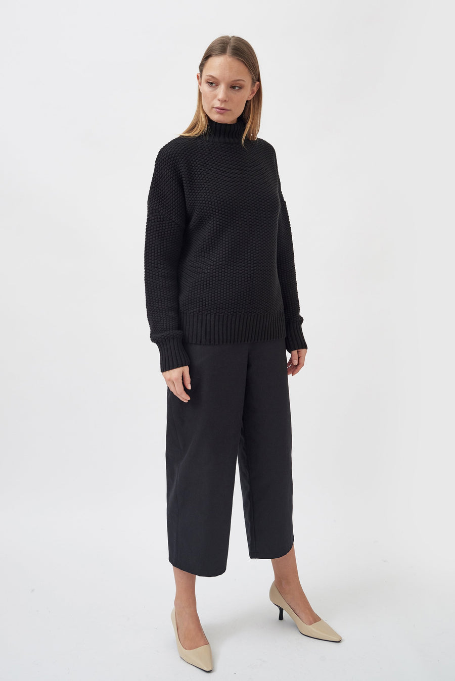Mila Vert • Knitted Rice Cubes Pullover • Black