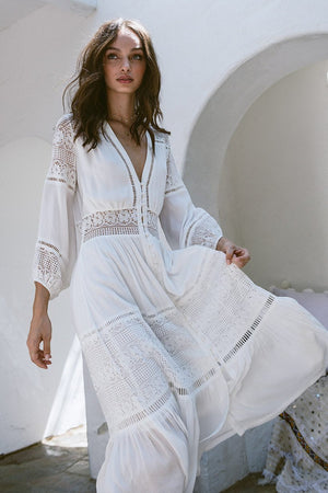 V-neck lace stitching white cotton wrinkle long sleeve maxi dress