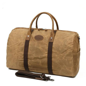 This fantastic large capacity brown waxed canvas duffel bag is perfect for weekend trips.  The interior has loads of space, a zip pocket and two pouches to keep your belongings organised.