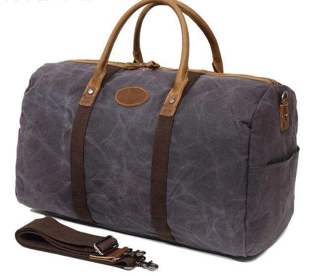 This fantastic large capacity dark grey waxed canvas duffel bag is perfect for weekend trips.  The interior has loads of space, a zip pocket and two pouches to keep your belongings organised.