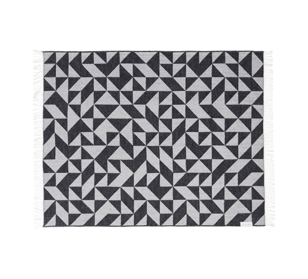 Silkeborg Uldspinderi ApS Twist a Twill Plaid 130x190 cm Throw 1041 Dark Grey