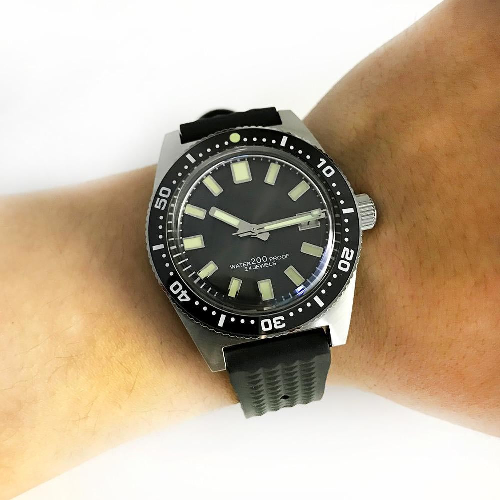 SAN MARTIN diving watch - on hand