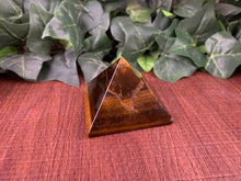 Load image into Gallery viewer, Tiger Eye Pyramid