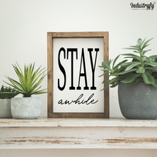 "Laden Sie das Bild in den Galerie-Viewer, Farmhouse Design Schild ""Stay awhile"""