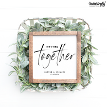 "Laden Sie das Bild in den Galerie-Viewer, Personalisierbares Farmhouse Design Schild ""Better together"""