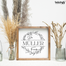 "Laden Sie das Bild in den Galerie-Viewer, Personalisierbares Farmhouse Design Schild ""Die Müller Familie"""