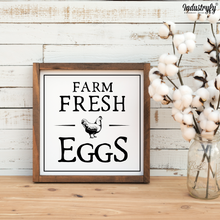 "Laden Sie das Bild in den Galerie-Viewer, Farmhouse Design Schild ""Farm Fresh Eggs"""