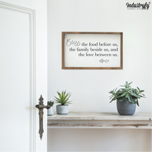"Laden Sie das Bild in den Galerie-Viewer, Farmhouse Design Schild ""bless the food before us"""