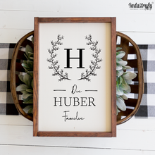 "Laden Sie das Bild in den Galerie-Viewer, Personalisiertes Farmhouse Design Schild ""The XY Family"""