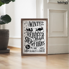 "Laden Sie das Bild in den Galerie-Viewer, Farmhouse Design Schild ""Funny Winter Reindeer Sleigh Rides 5 Cent"""