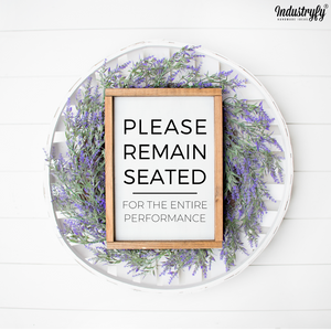 "Farmhouse Design Schild ""Please remain seated for the entire performance"""