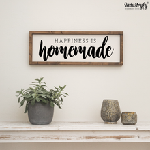 "Laden Sie das Bild in den Galerie-Viewer, Farmhouse Design Schild ""Happiness is homemade"""