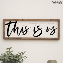 "Laden Sie das Bild in den Galerie-Viewer, Personalisiertes Farmhouse Design Schild ""This is us"""