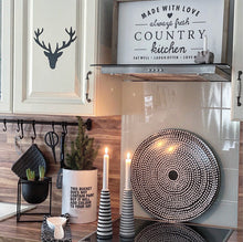"Laden Sie das Bild in den Galerie-Viewer, Farmhouse Design Schild ""Country Kitchen"""