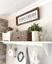 "Laden Sie das Bild in den Galerie-Viewer, Farmhouse Design Schild ""Farm Fresh"""