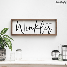 "Laden Sie das Bild in den Galerie-Viewer, Personalisierbares Farmhouse Schild ""Family Name"""