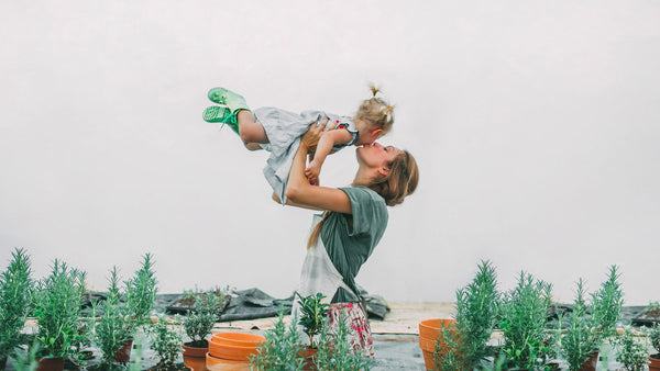 "5 Simple, Healthy and Eco-Friendly Ways to be a ""Supermom"" Without Overdoing It"