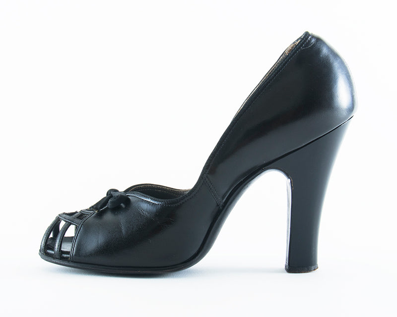 ♦ SOLD ♦ 1940s Black Leather Cage Toe Babydoll Heels | size 6
