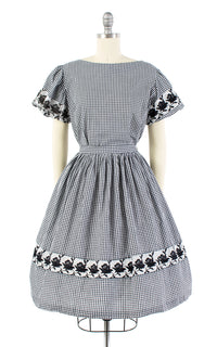 1950s Gingham and Rose Embroidered Cotton Dress Set | small