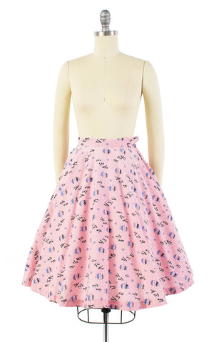 1950s Skunks Flower Cart Novelty Print Pink Circle Skirt | x-small