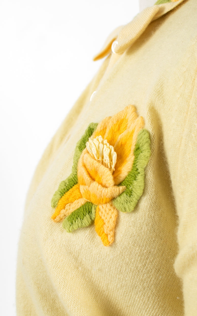 ♦ SOLD ♦ 1950s Floral Appliqué Cashmere Knit Yellow Cardigan Top | x-small/small/medium