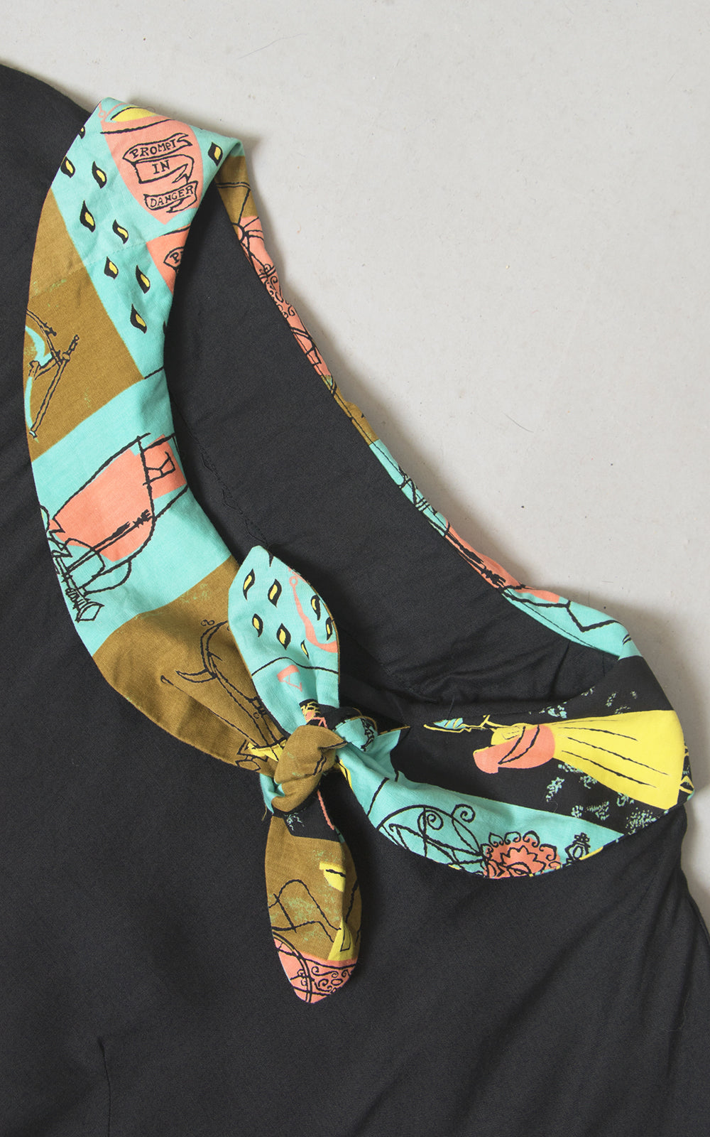 "1950s Associated American Artists ""Hooks and Ladders"" Novelty Print Black Top 