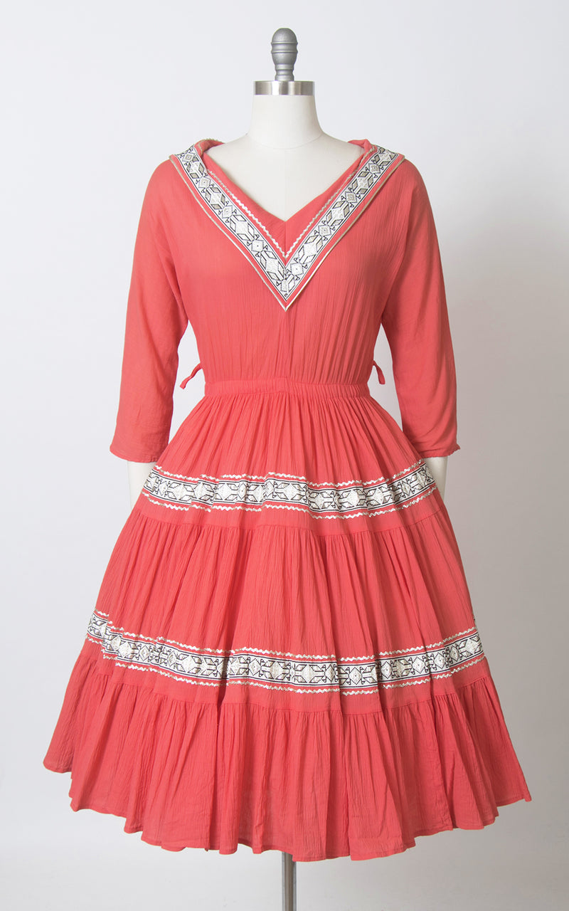 SOLD || 💐 SPRING CLEAROUT 💐 1950s Pink Ric Rac Circle Skirt Patio Dress | small/medium