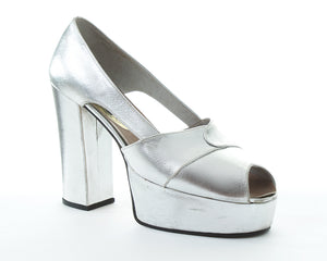 1970s Metallic Silver Platforms | size US 7