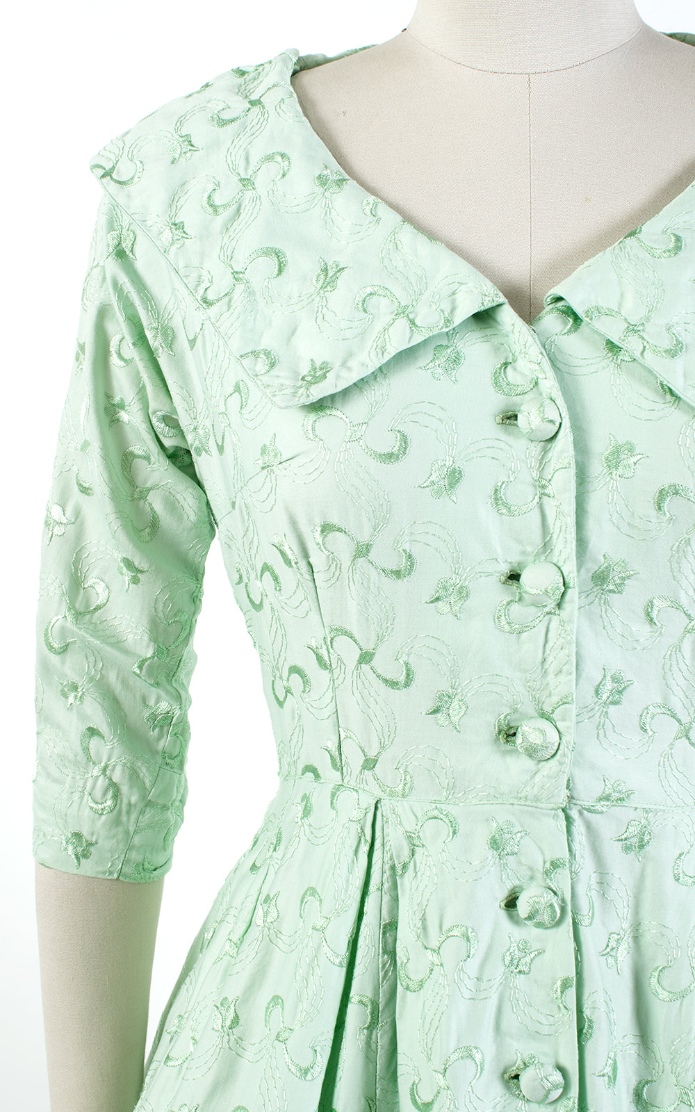 1950s Tulip Embroidered Mint Green Cotton Shirtwaist Dress | medium