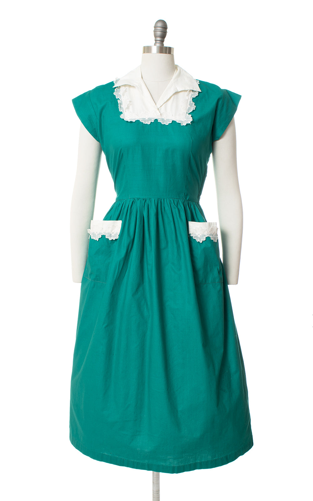 1940s Green Cotton Floral Appliqué Day Dress with Pockets