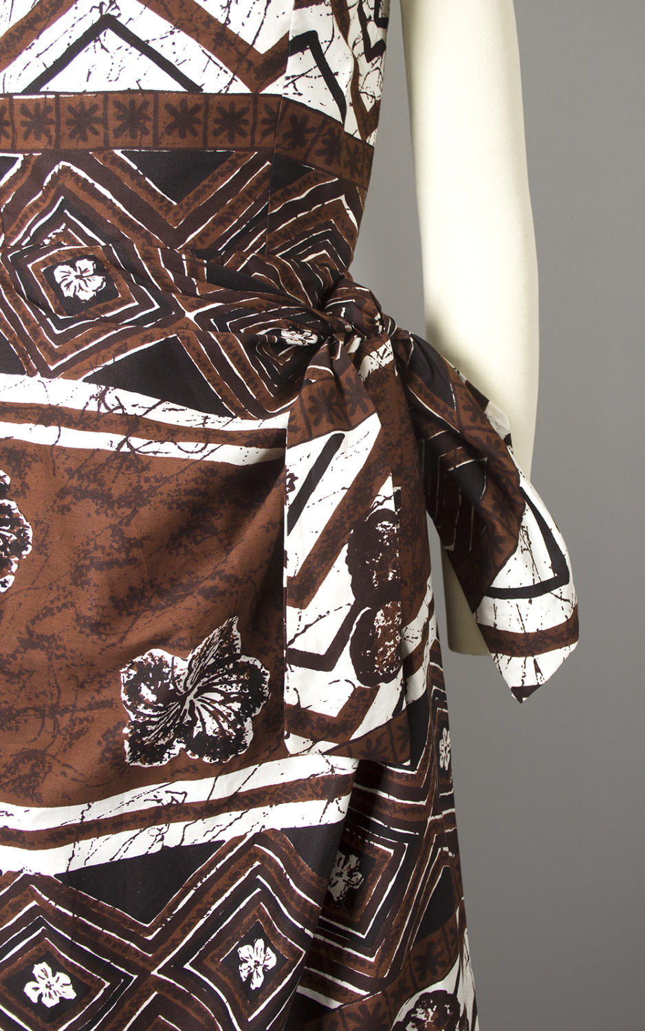 Vintage 1950s Dress | 50s Hawaiian Tiki Cotton Sarong Dress Floral Striped Brown Sundress (xs)
