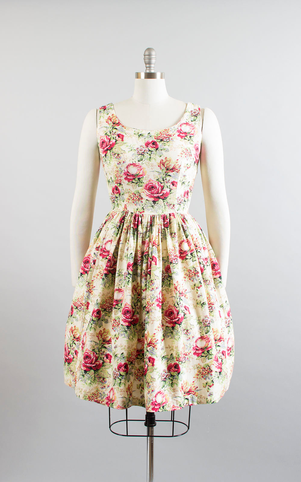 Vintage 1950s Dress | 50s Rose Floral Cotton Sundress Full Skirt Cream Day Dress (small)