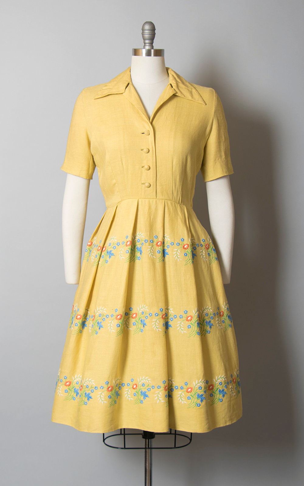 Vintage 1940s Dress | 40s Floral Embroidered Yellow Linen Shirtwaist Pleated Full Skirt Day Dress (small)
