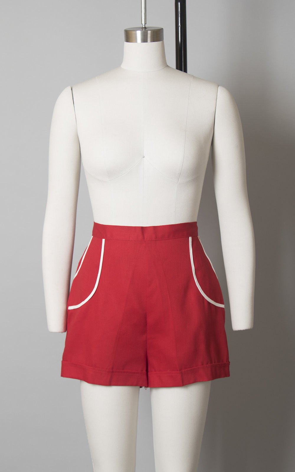 Vintage 1940s Shorts | 40s DEADSTOCK Red Cotton High Waisted Summer Sportswear Shorts w/ Pockets (small)
