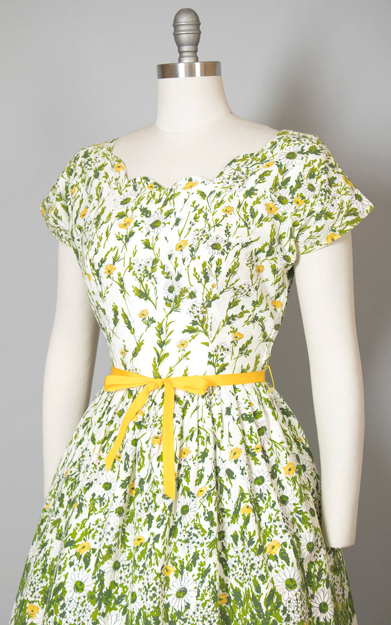 Vintage 1950s Dress | 50s Floral Daisy Border Print Cotton Green White Full Skirt Day Dress (medium)